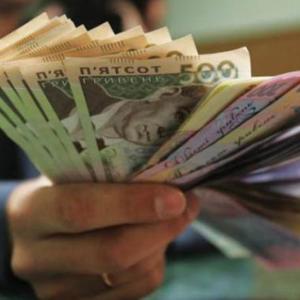 Мужчина получил деньги в Украине