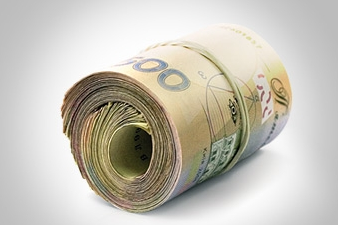 Пачка денег обернутая резинкой