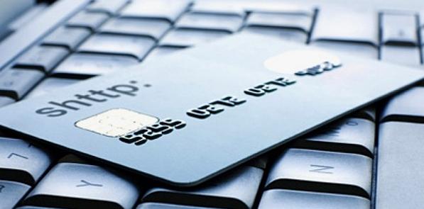 Кредитная карта на клавиатуре