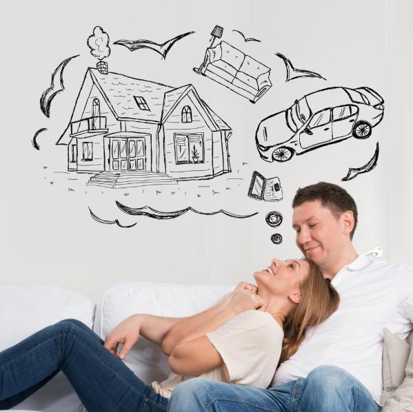 Мужчина и женщина хотят взять кредит чтобы исполнить мечту